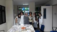 Profa. Julianne Teixeira, Diretora do Arquivo Central, acompanha da Servidora Geane de Luna Souto e das extensionistas voluntárias