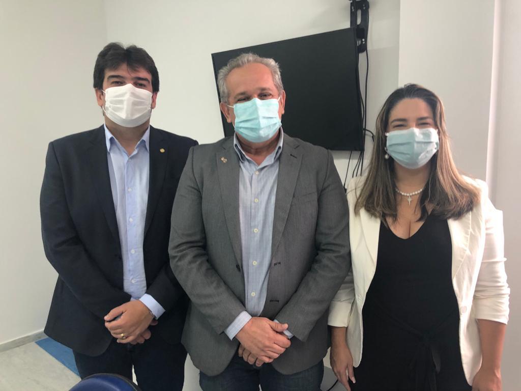 Deputado Eduardo Carneiro (PRTB-PB), Reitor da UFPB (Prof. Valdiney Gouveia) e Prefeita de Conde (PB), Karla Pimentel